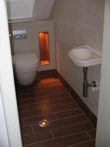 gaeste-wc-holzfliesen-3